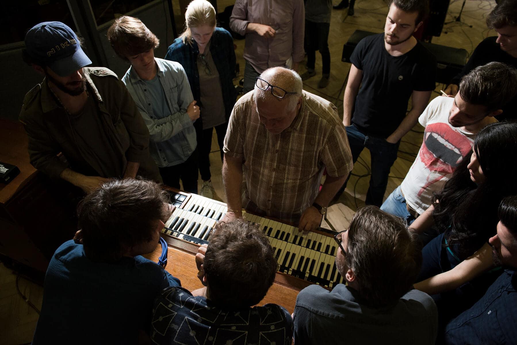 Set up the Hammond organ